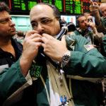 Существует ли заговор США и Саудовской Аравии, который обвалил цену сырья?