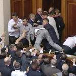 Вместо того чтобы платить по долгам, Киев хочет наложить руку на российское имущество