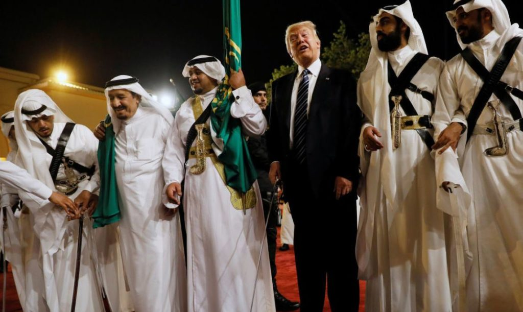 Saudi Arabia's King Salman bin Abdulaziz Al Saud (2nd L) welcomes U.S. President Donald Trump to dance with a sword during a welcome ceremony at Al Murabba Palace in Riyadh, Saudi Arabia May 20, 2017. REUTERS/Jonathan Ernst - RTX36RB1