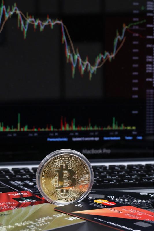 """MOSCOW, RUSSIA - JULY 28, 2017: A Bitcoin cryptocurrency souvenir coin. Vyacheslav Prokofyev/TASS  –ÓÒÒˡ. ÃÓÒÍ'‡. 28 ˲Ρ 2017. —Û'ÂÌË̇ˇ ÏÓÌÂÚ‡ ÍËÔÚÓ'‡Î˛Ú˚ ·ËÚÍÓÈÌ. ¬ˇ˜ÂÒ·' œÓÍÓٸ'/""""¿——"""