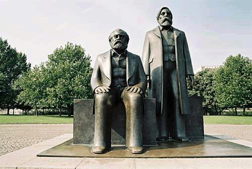 14-Marx-Engels-Forum01