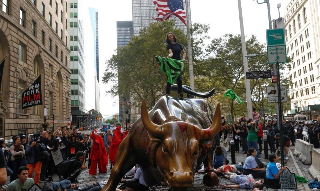 Climate change activists protest at the Wall Street Bull in Lower Manhattan during Extinction Rebellion protests in New York City, New York, U.S., October 7, 2019. REUTERS/Mike Segar - RC1123B0D7A0