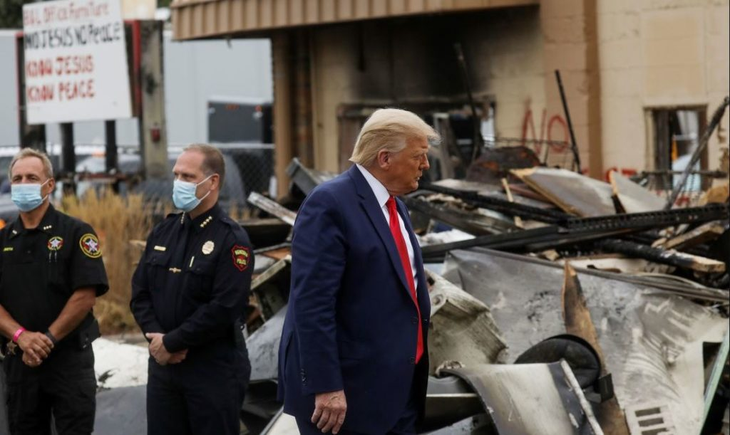 U.S. President Donald Trump views property damage during a visit in the aftermath of recent protests against police brutality and racial injustice in Kenosha, Wisconsin, U.S., September 1, 2020. REUTERS/Leah Millis - RC2UPI92FOKM