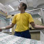 На галерах в мире денег