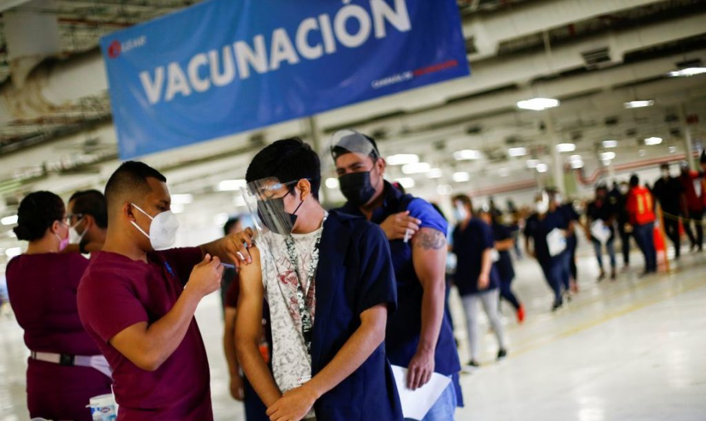 A worker at the U.S. auto parts maker Lear Corporation receives a dose of the Pfizer-BioNTech coronavirus disease (COVID-19) vaccine during a mass vaccination program for its employees in Ciudad Juarez, Mexico August 24, 2021. REUTERS/Jose Luis Gonzalez - RC2KBP9CM9I4
