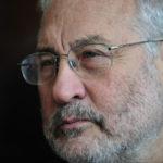 Нобелевский лауреат по экономике: США встали на обочину истории