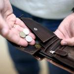 В 2016 году зарплаты россиян продолжили сокращаться: «На смену рублям придут суррогатные деньги»