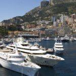 Богатства страны уходят на виллы и яхты российской верхушки