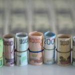Освобождение от доллара — «мыльный пузырь»? Россия снизила вложения в США, но экономисты всё равно критикуют