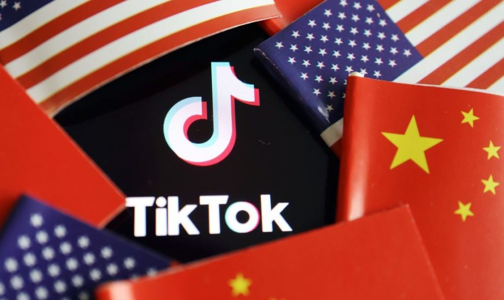 China and U.S. flags are seen near a TikTok logo in this illustration picture taken July 16, 2020. REUTERS/Florence Lo/Illustration - RC24UH9N1IG1