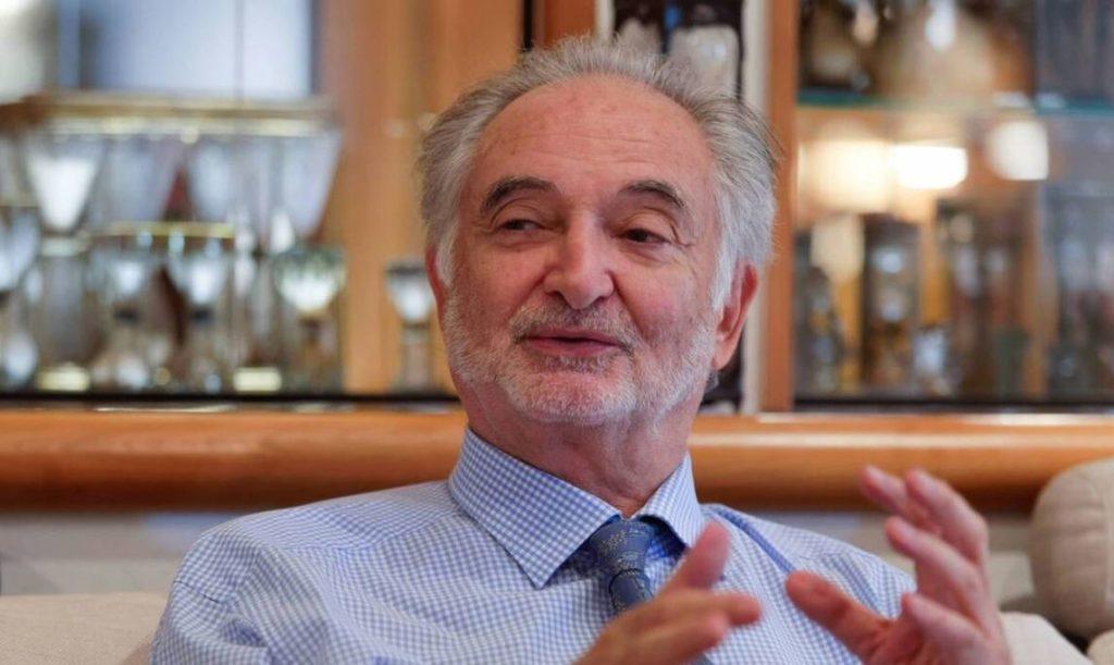 """Jacques Attali . Economiste . Banquier . Ecrivain . Auteur du livre """" Les chemins de l'essentiel """" ."""